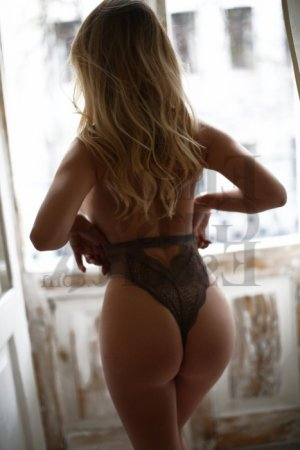 Dyenaba nuru massage in Mansfield and live escort