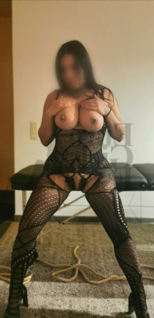 Alexiane tantra massage and call girl